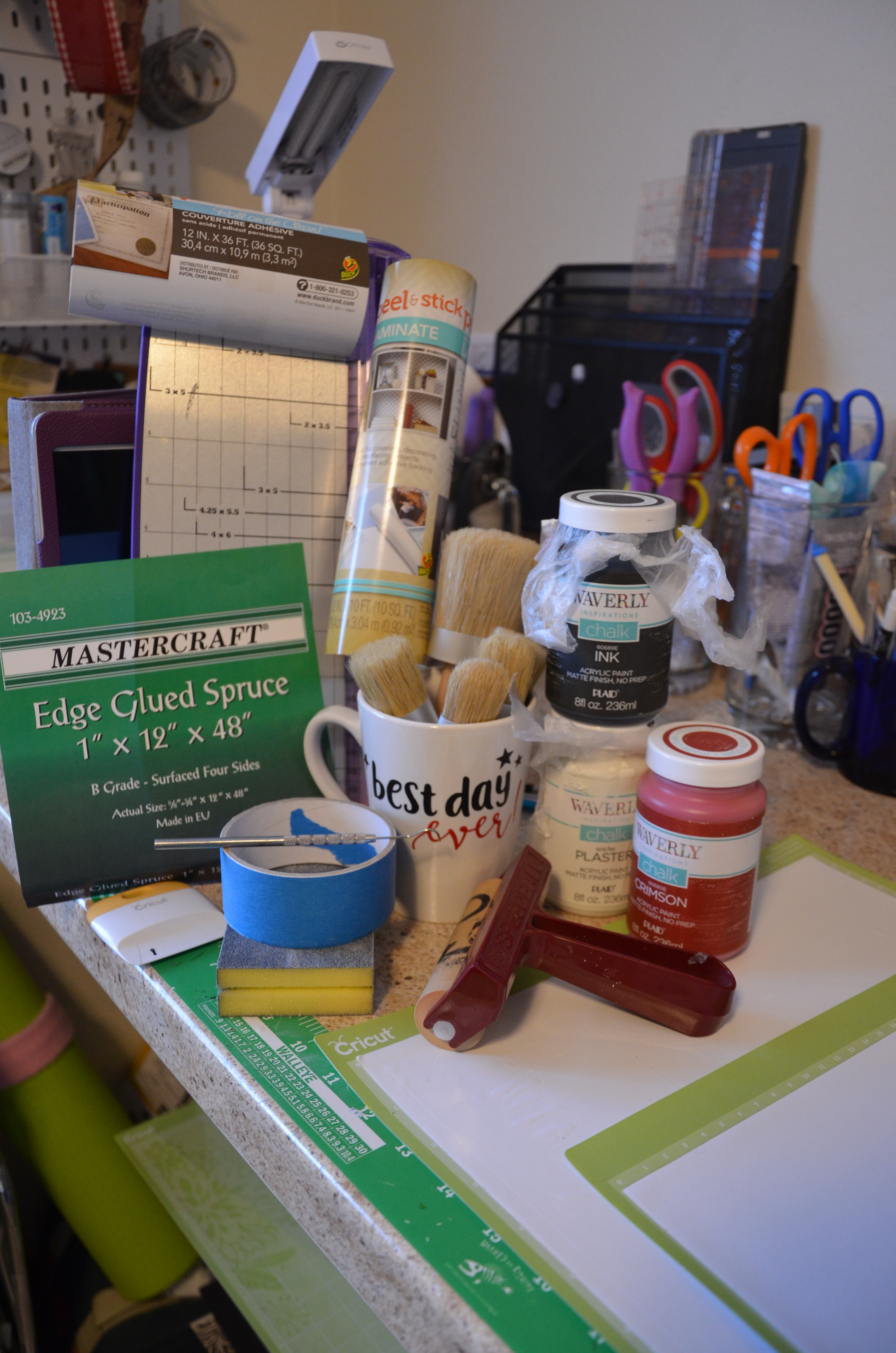 I want to make a wooden sign with my Cricut® Explore! Tell me what I
